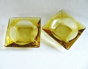 amber-glass-ash-tray